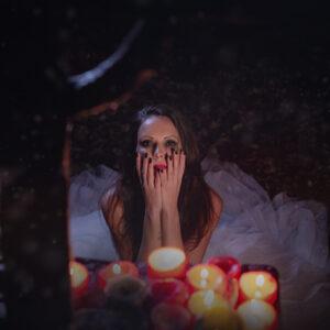 Graveyard bride 04 - Darkness Art