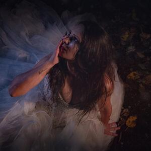 Graveyard bride 08 - Darkness Art